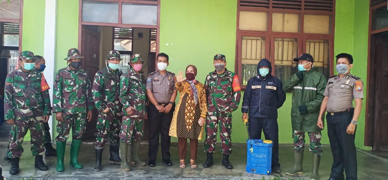 Ditbinmas Polda Sulbar Gandeng Koramil Lakukan Penyemprotan Disinfektan di Pasar Kalukku