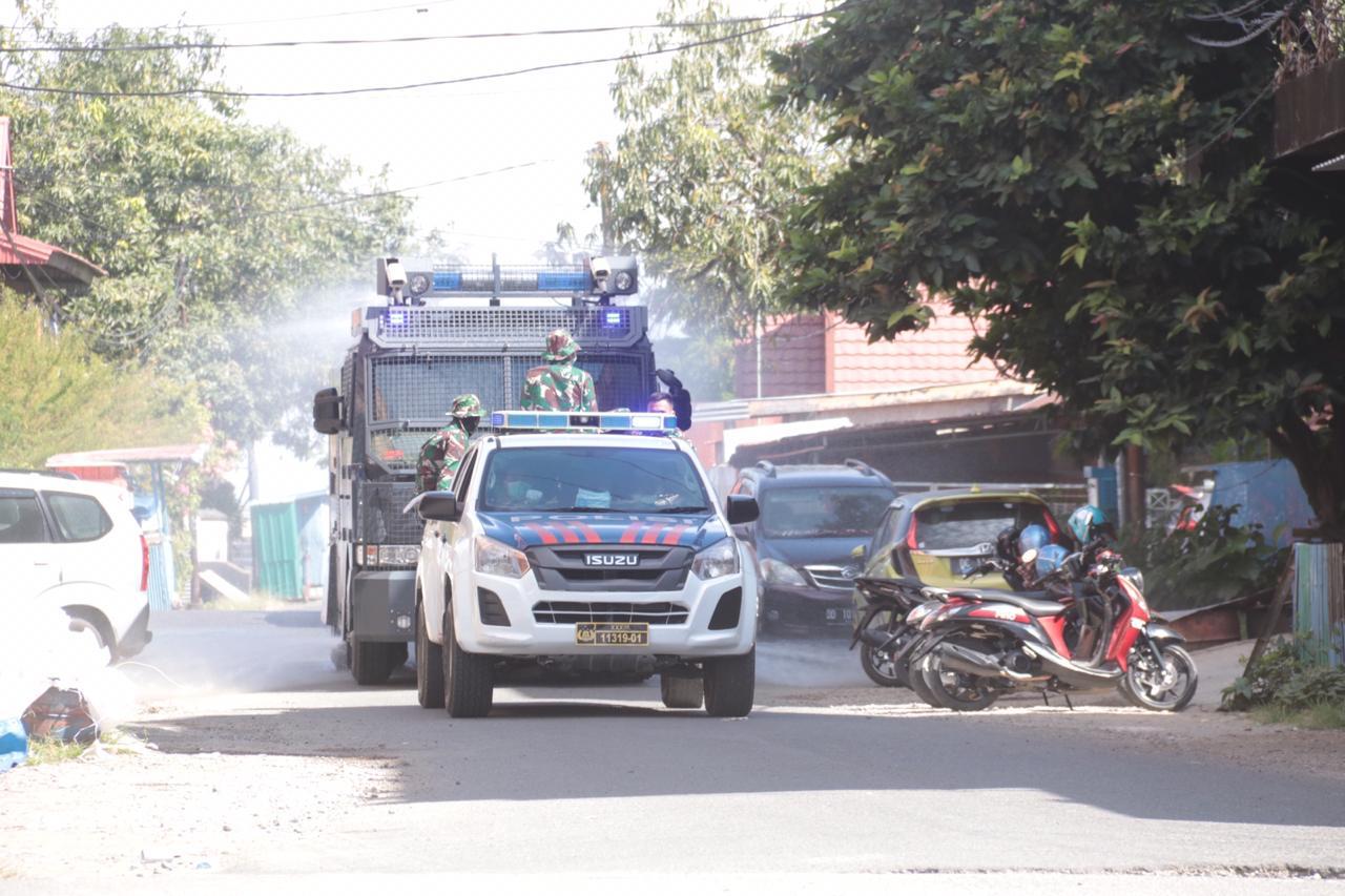 Di Mamuju, Empat Unit Water Canon dan Dua Unit Kendaraan Pemadam Kebakaran Menyemprot Kota