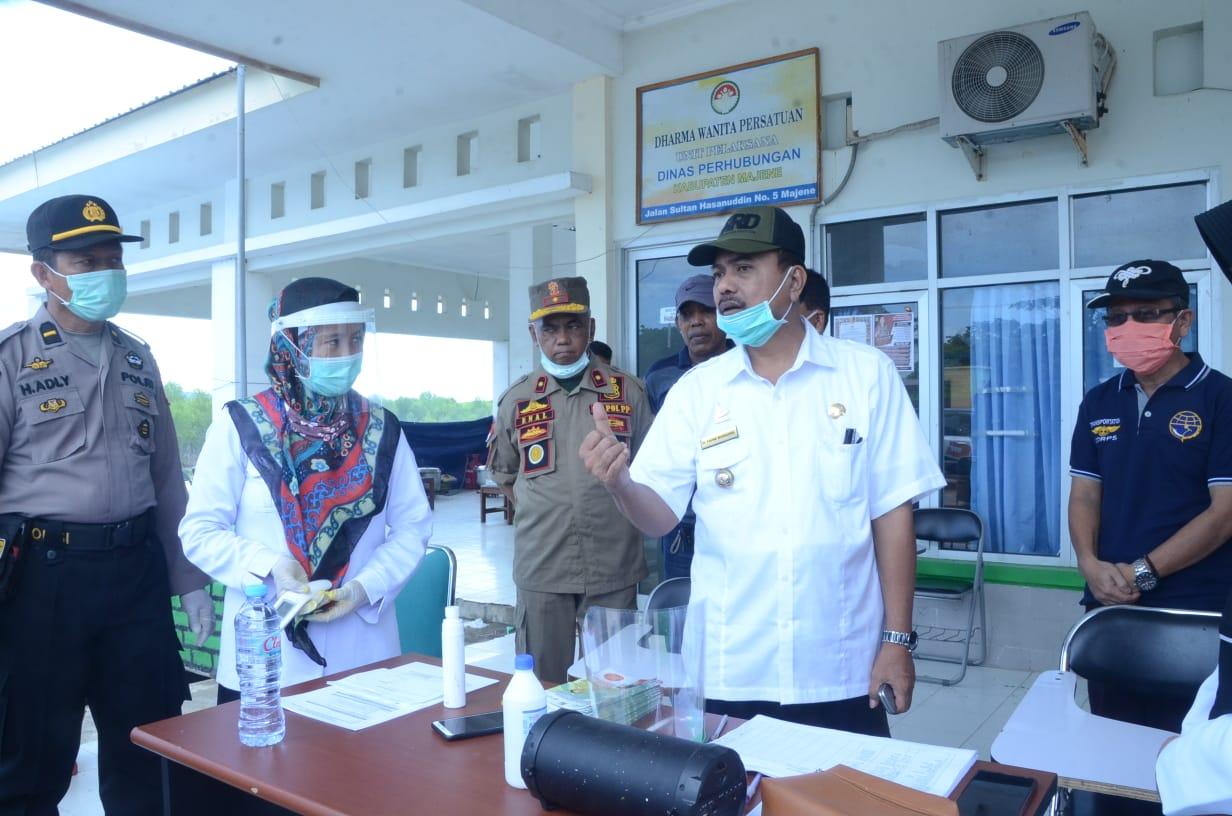 img Bupati Fahmi Kunjungi Posko Karantina Sementara Covid 19 di Dishub Majene