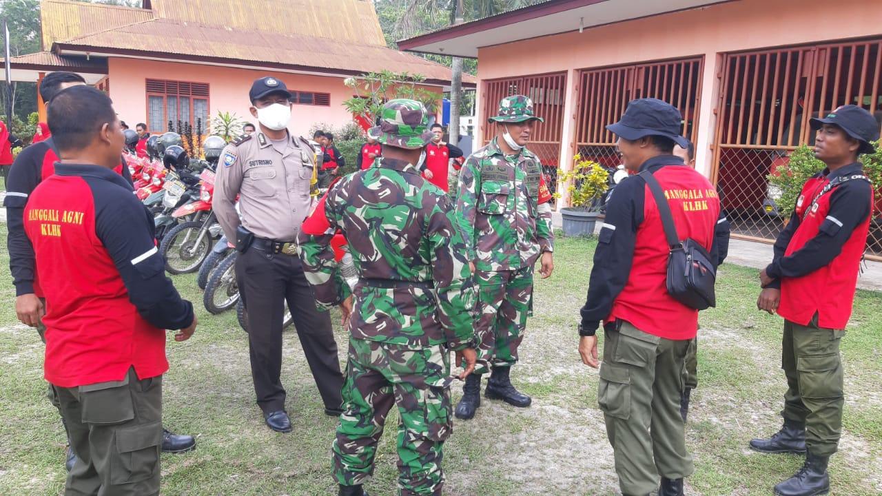 Gambar Selain Patroli Terpadu Karhutla, Petugas Edukasi Masyarakat Cegah COVID-19