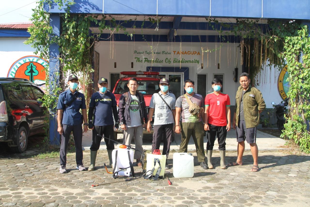 Balai TANAGUPA Melakukan Penyemprotan Disinfektan di Desa Sekitar Taman Nasional
