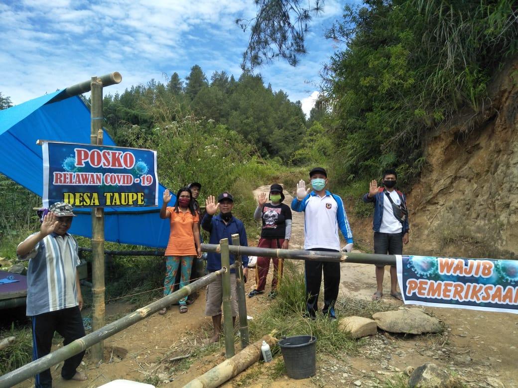 img Camat Mamasa Sambangi Posko Relawan di Desa