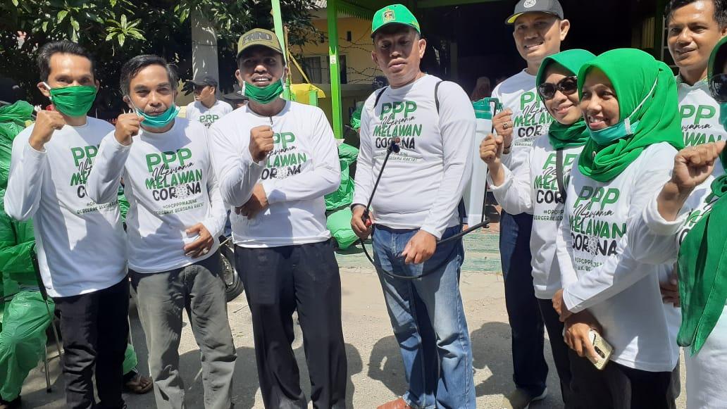 Gambar DPC PPP Kabupaten Majene Sterilkan Wilayah dengan Disinfektan