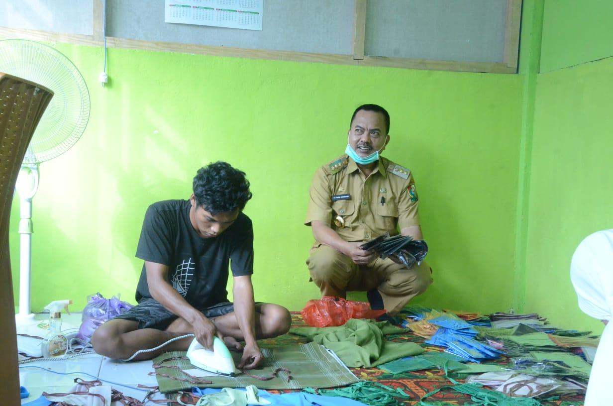 Gambar Bupati Fahmi Tinjau  Pembuatan Masker Kain