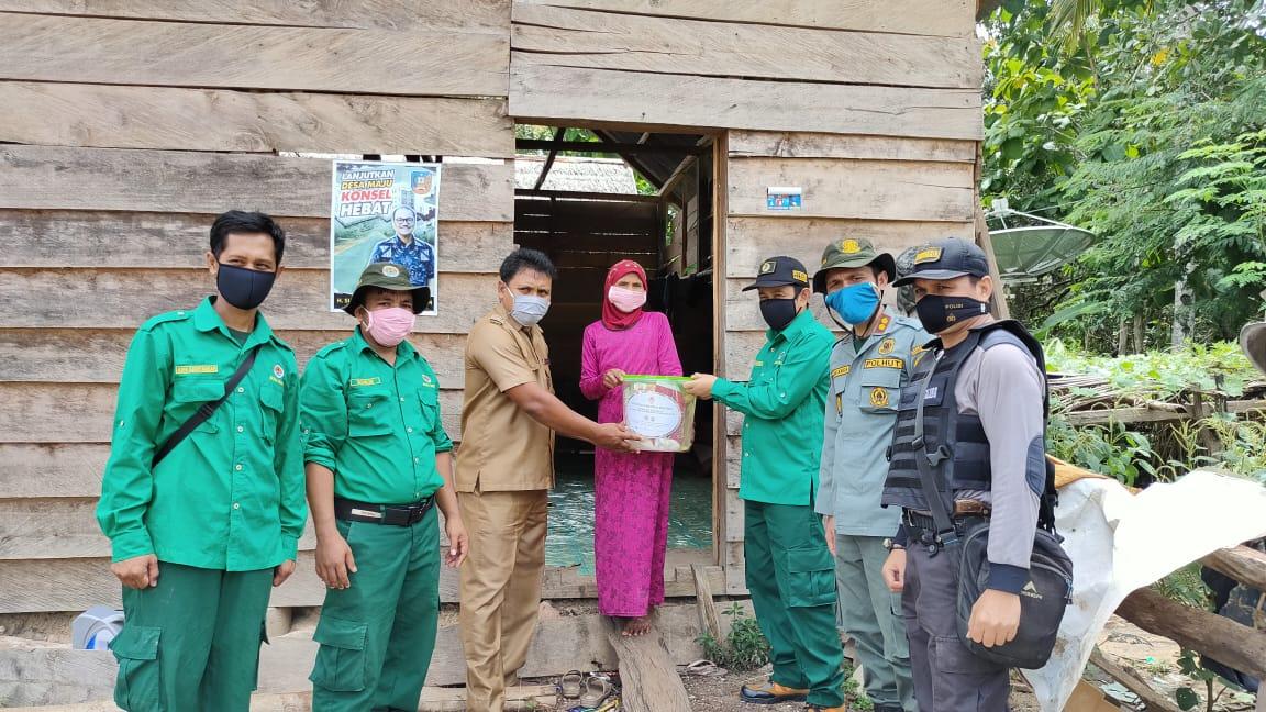 Gambar BKSDA Sultra Bantu Masyarakat Sekitar Kawasan Hutan Terdampak COVID-19