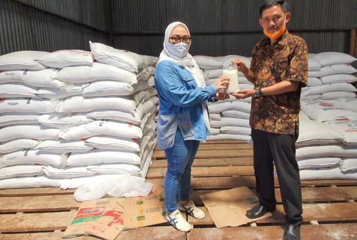 Ketua MPC Pemuda Pancasila Mamuju Borong 32 Ton Gula Pasir