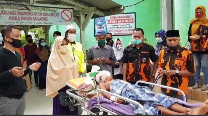 Gambar Ketua MPC PP Majene Lepas Irfandi untuk Dirujuk ke RS Regional Makassar