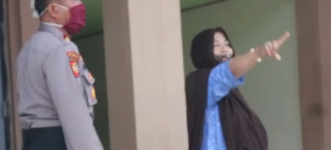 img Video Detik-detik Keluarga Pasien Covid di Mamuju Tolak Dijemput Petugas