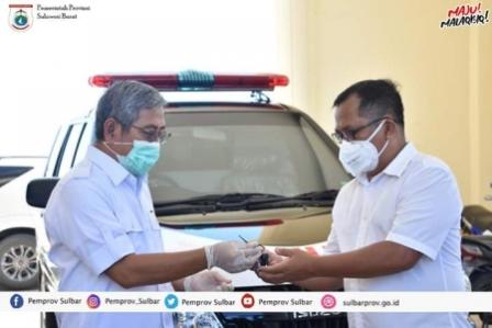 Ali Baal Serahkan Empat Unit Mobil Ambulance Untuk Penanganan Covid-19