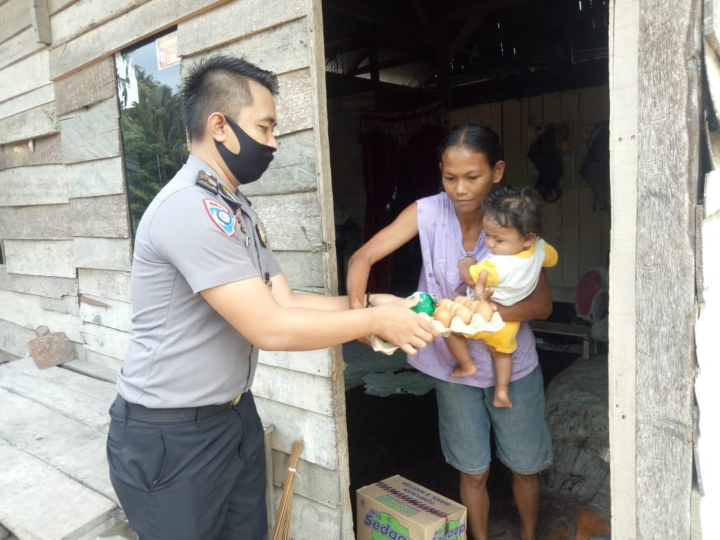 Binmas Polres Matra Door To Door Serahkan Langsung Sembako