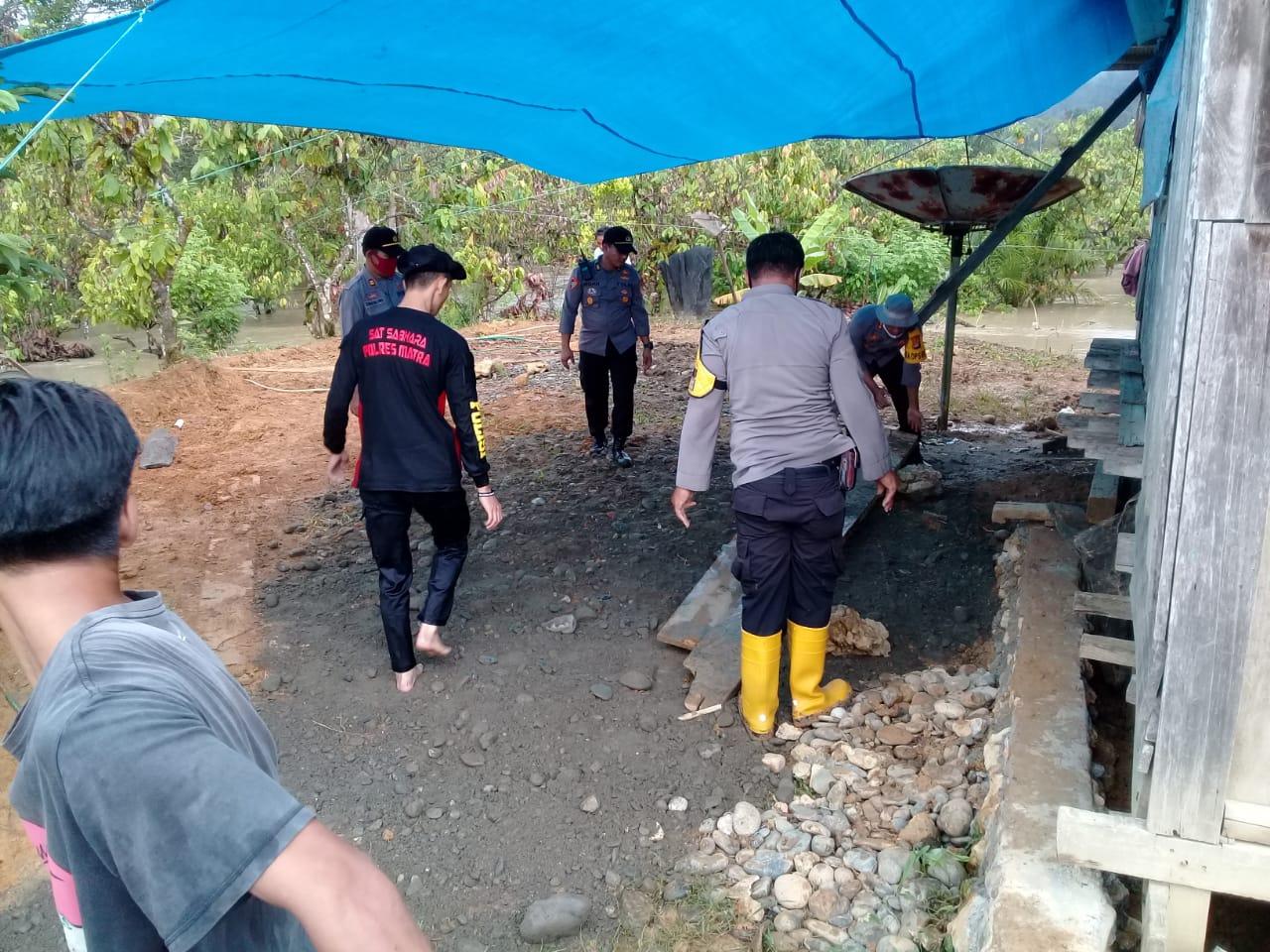 Gambar Polres Mamuju Utara Bangun Dapur Umum di Desa Ompi