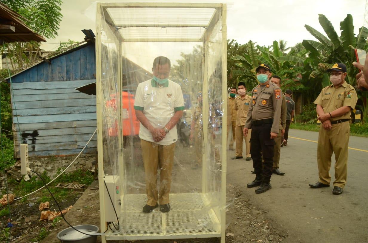 Gambar Ketua IKA Smansa Majene Serahkan Bantuan 1 unit Antiseptik Chamber