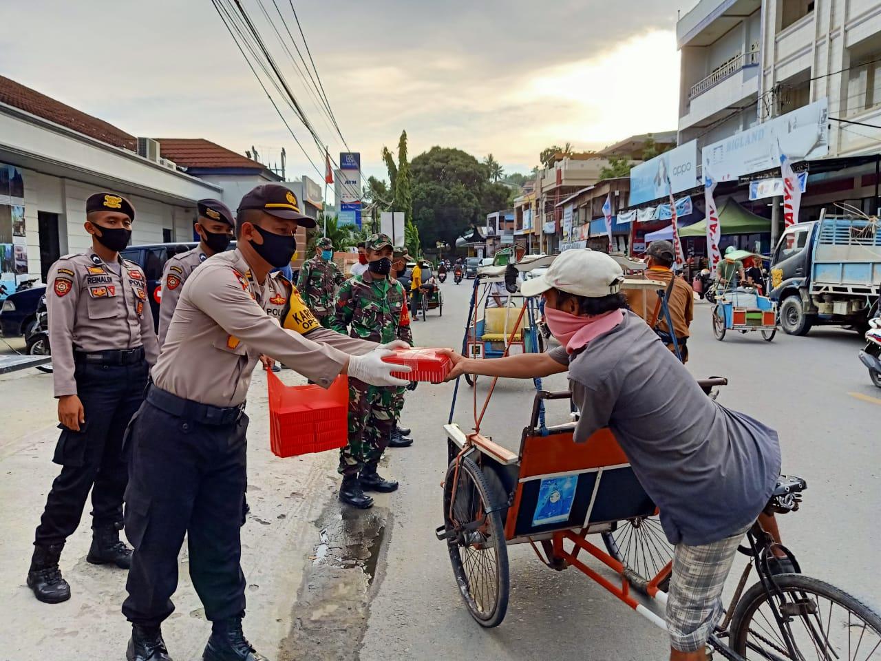 Gambar TNI/POLRI dan Pemda Bersinergi Layani Masyarakat di Tengah Pandemi Covid-19