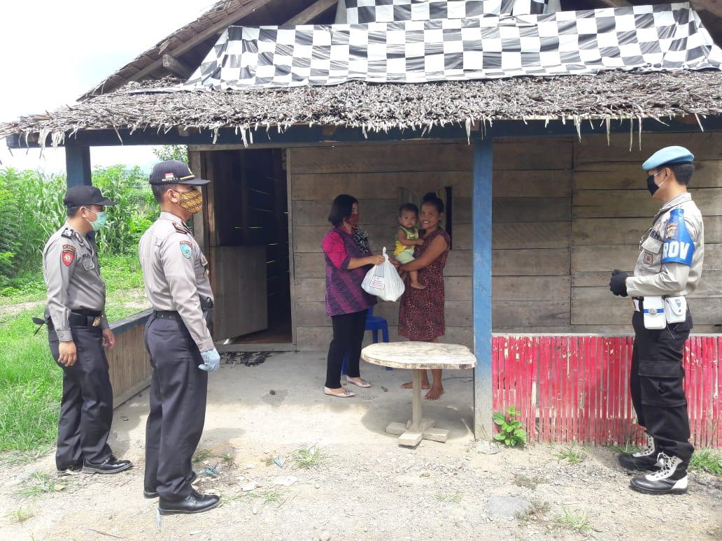 Bakti Byangkara, Polsek Rural Kalumpang Salurkan Sembako