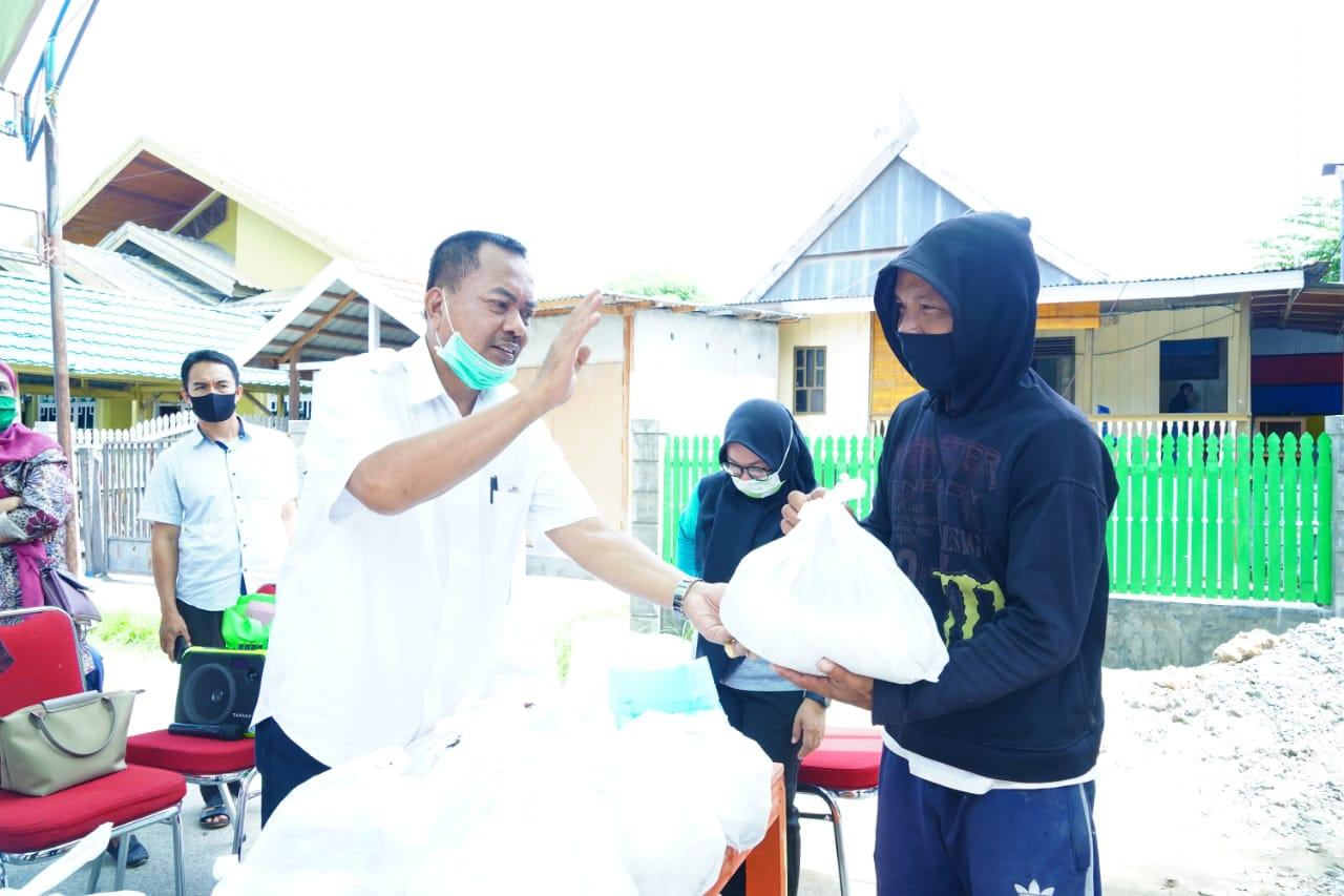Gambar H Fahmi Massiara Sekeluarga Berbagi Ratusan Paket Bapok