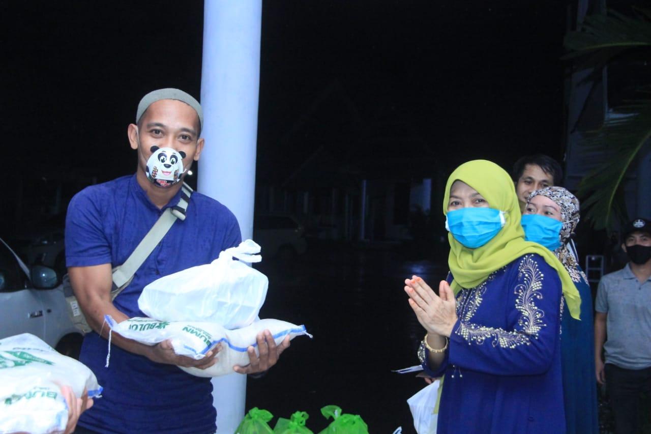 Gambar Lagi, Keluarga Fahmi Massiara Berbagi