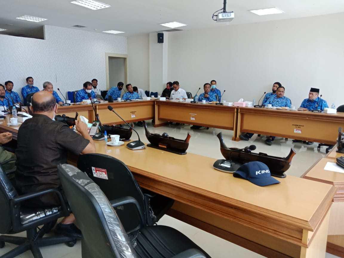 Gambar Komisi I DPRD Sulbar Gelar Raker Evaluasi Pelaksanaan APBD 2020