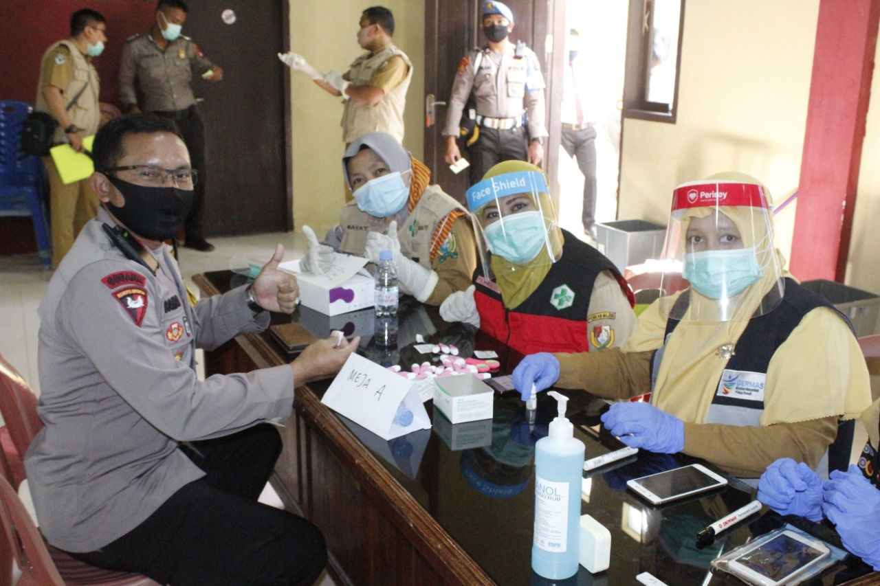Ratusan Personel Polres Majene Jalani Rapid Tes