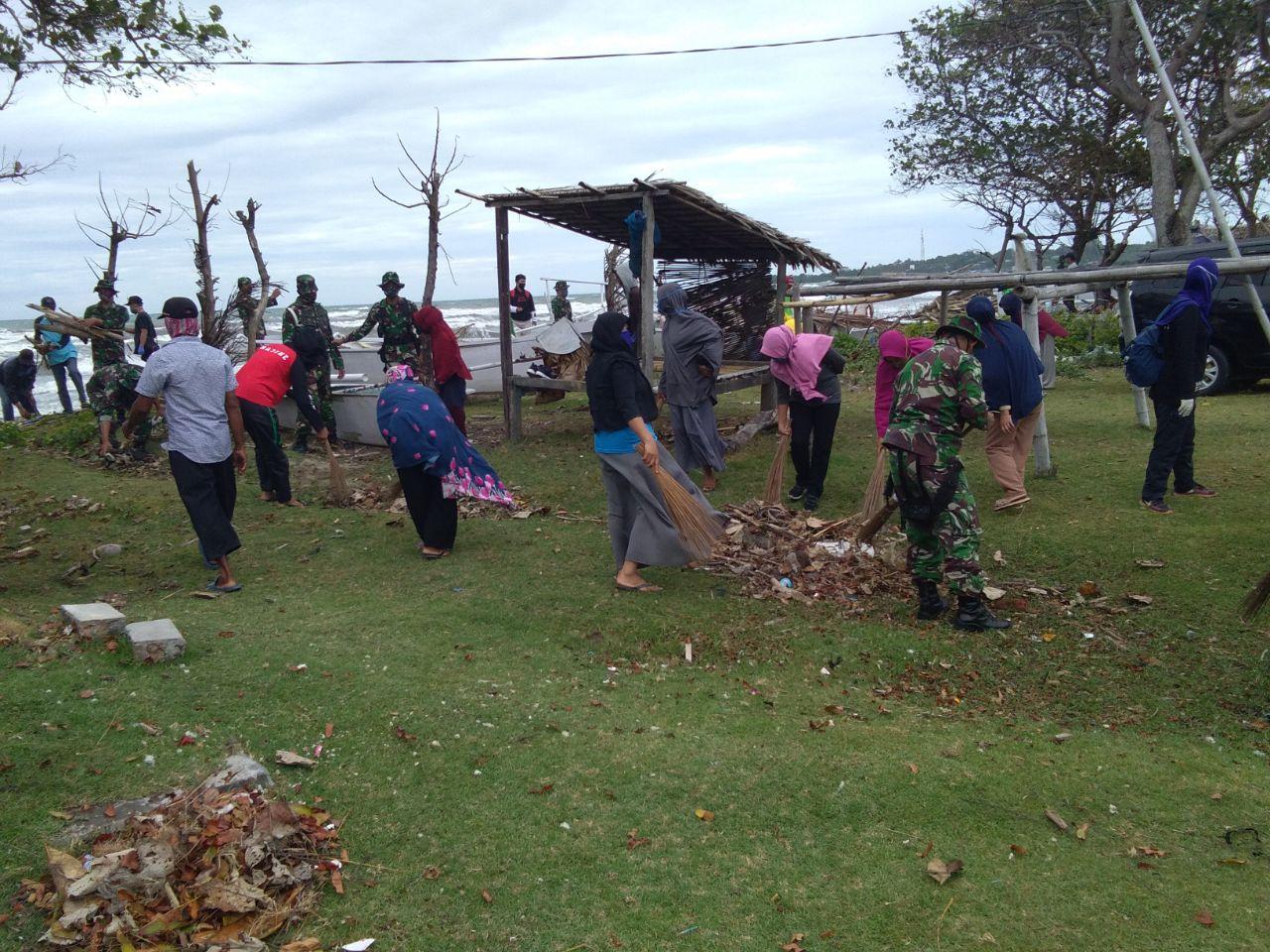 Gambar TNI-Polri Bersih-bersih Bersama di Barane