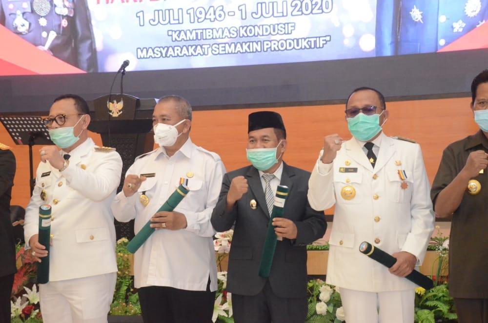 Gambar Fahmi Massiara Terima Penghargaan dari Polda Sulbar