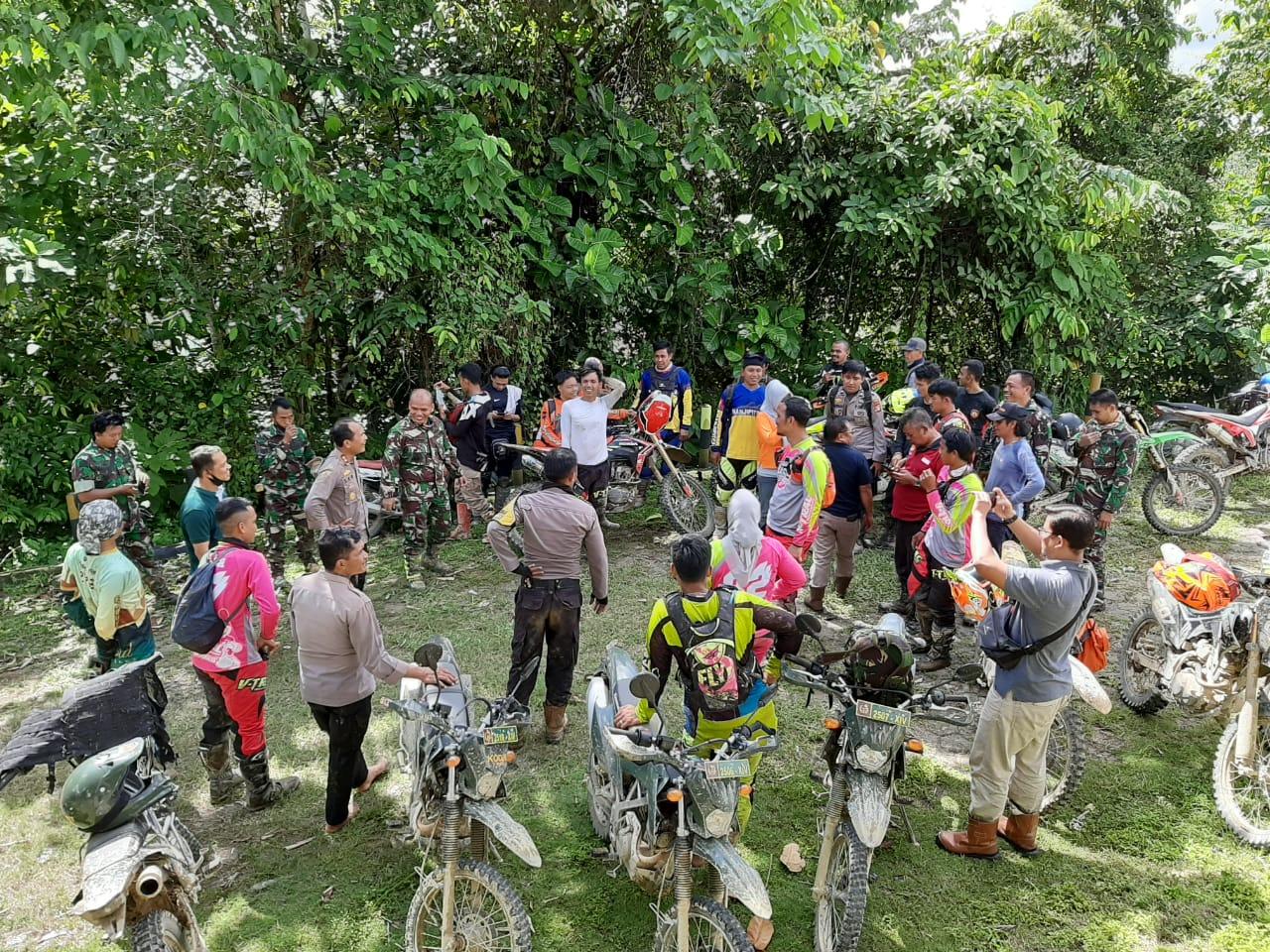 Kapolres Pasangkayu, Dandim dan Komunitas Trail Gelar Baksos di 3 Dusun Desa Pakawa