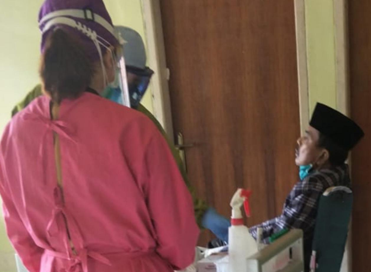 Gambar Fahmi Massiara Jalani Tes Swab di BBLK Makassar