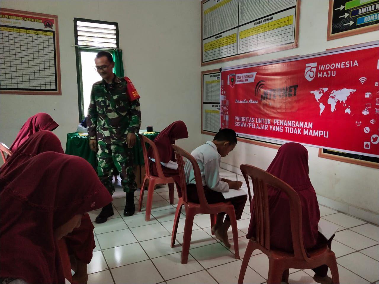 img Babinsa Bantu Siswa Belajar Online di Masa Pandemi