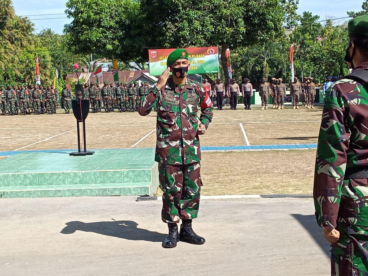 Gambar Dandim Majene Pimpin Apel Gelar Pasukan Pengamanan Pilkada 2020