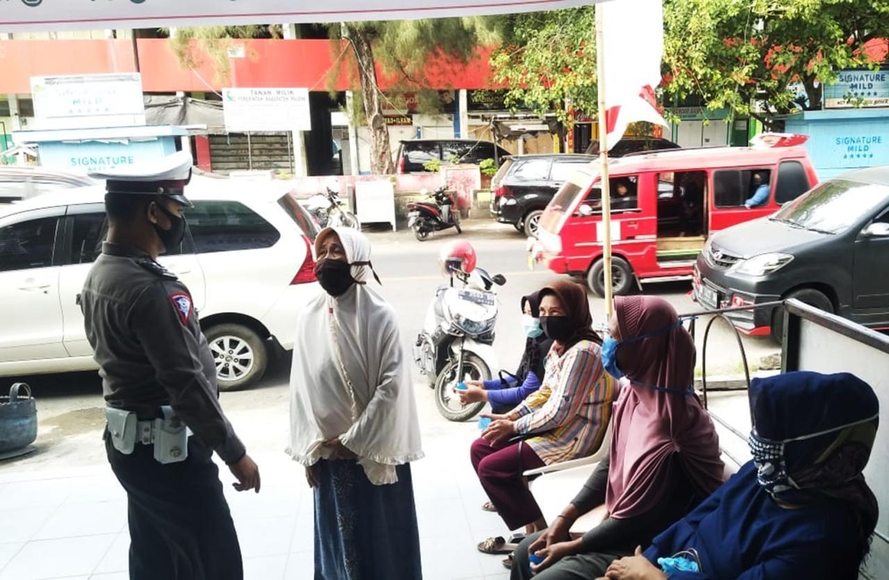 Gambar Sosialisasi Protokol Kesehatan, Dikyasa Polres Majene Ajak Warga Pakai Masker
