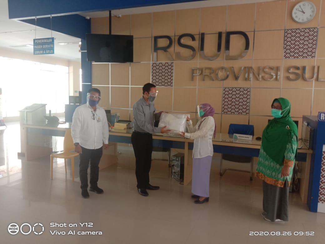 BPJS Jamsostek Sulbar Serahkan Bantuan APD ke RS Regional