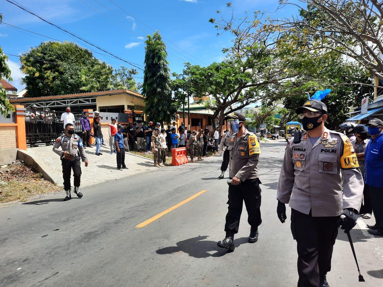 Gambar AKBP Irawan Banuaji Cek Pengamanan Pendaftaran Bakal Calon Bupati dan Wakil Bupati Majene