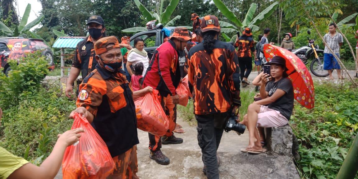 Gambar MPC PP dan PSMTI Mamuju Berbagi di Kecamatan Bonehau