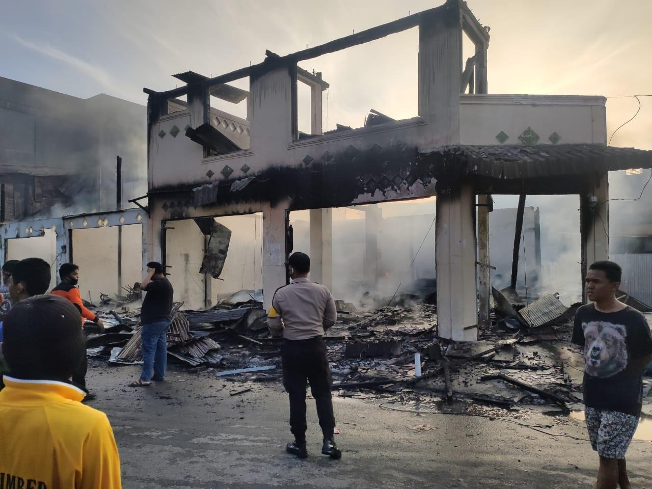 Gambar Rumah Milik Anggota DPRD Majene Hangus Terbakar