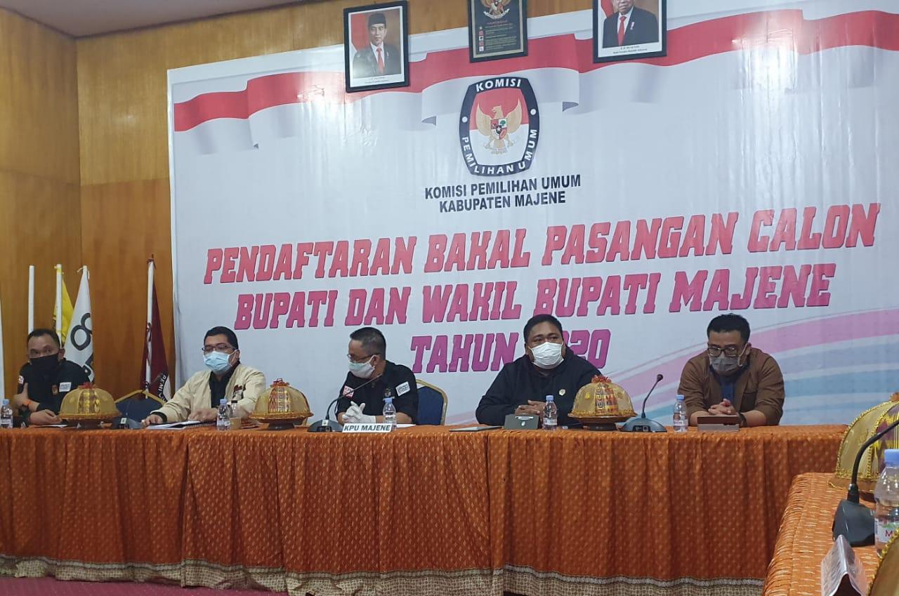"""Gambar Berkas Bapaslon Bupati dan Wabup Majene """"Palu"""" Diterima KPU"""