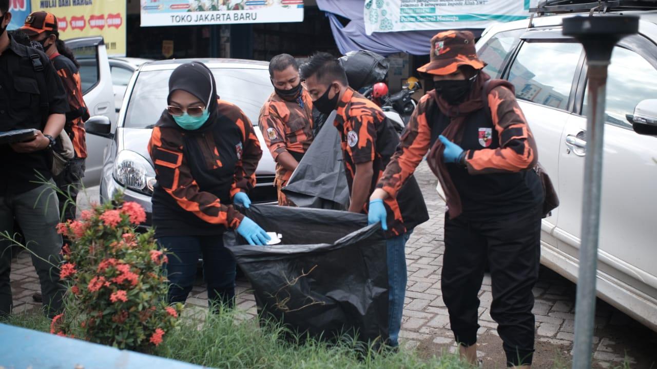 Gambar Bukan Pencitraan, Sutinah Pimpin PP Bersihkan Pasar