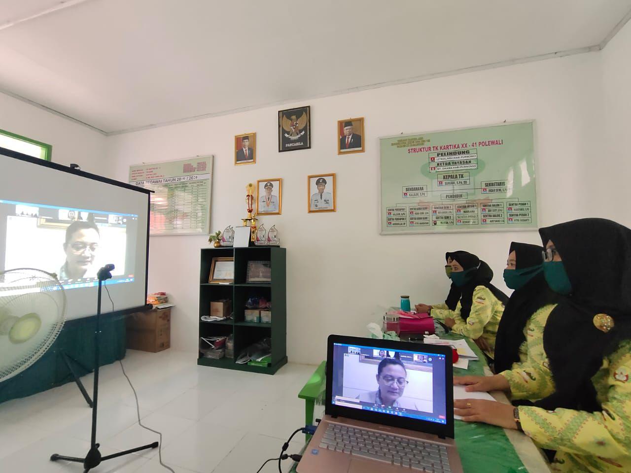 Guru PAUD dan TK Kartika  XX – 41 Polewali Mandar Koordinator XXXVII Dim 1402 Rem 142 Ikuti Bintek