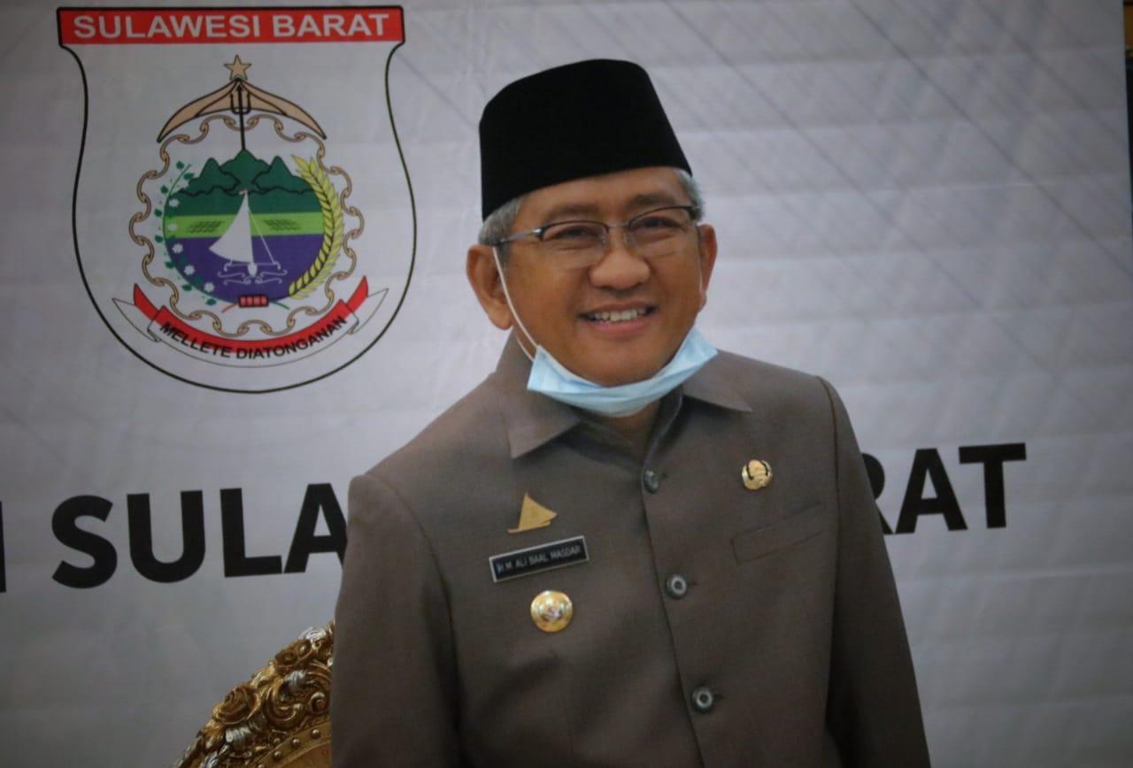 Gambar Gubernur dan Ketua DPRD Sulbar Tanda Tangan RAPBD 2020