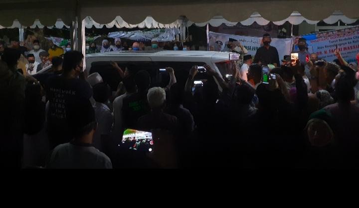 img Ribuan Pelayat Sambut Jenazah Bupati Fahmi Massiara