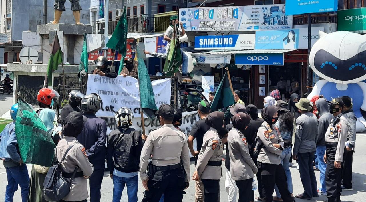 img Beri Jamin Keamanan, Polisi di Majene Terus Kawal Unras Penolakan UU Cipta Kerja