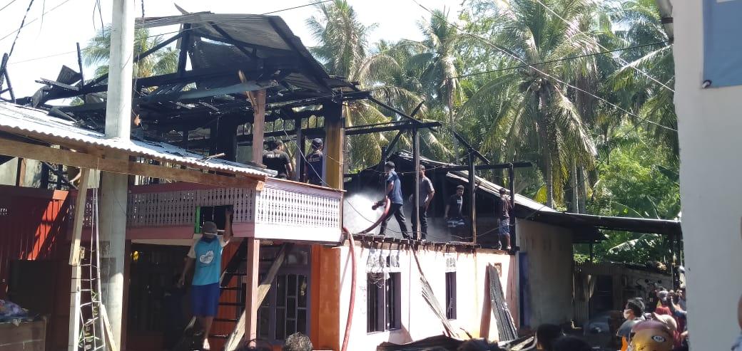 Gambar Satu Rumah Hangus Terbakar di Teppo Majene