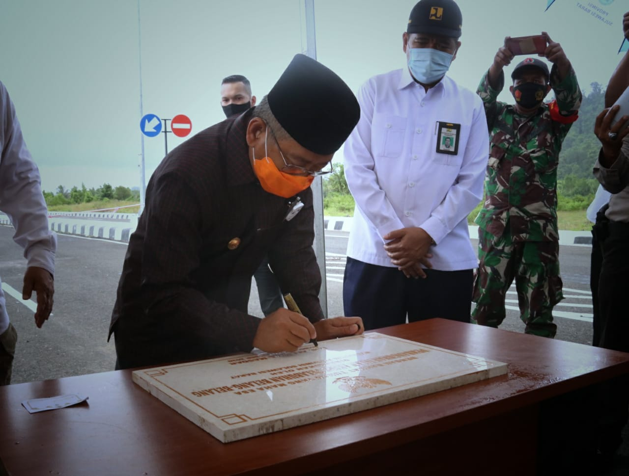 Gambar Gubernur Sulbar Resmikan Akses Jalan Pelabuhan Belang-Belang