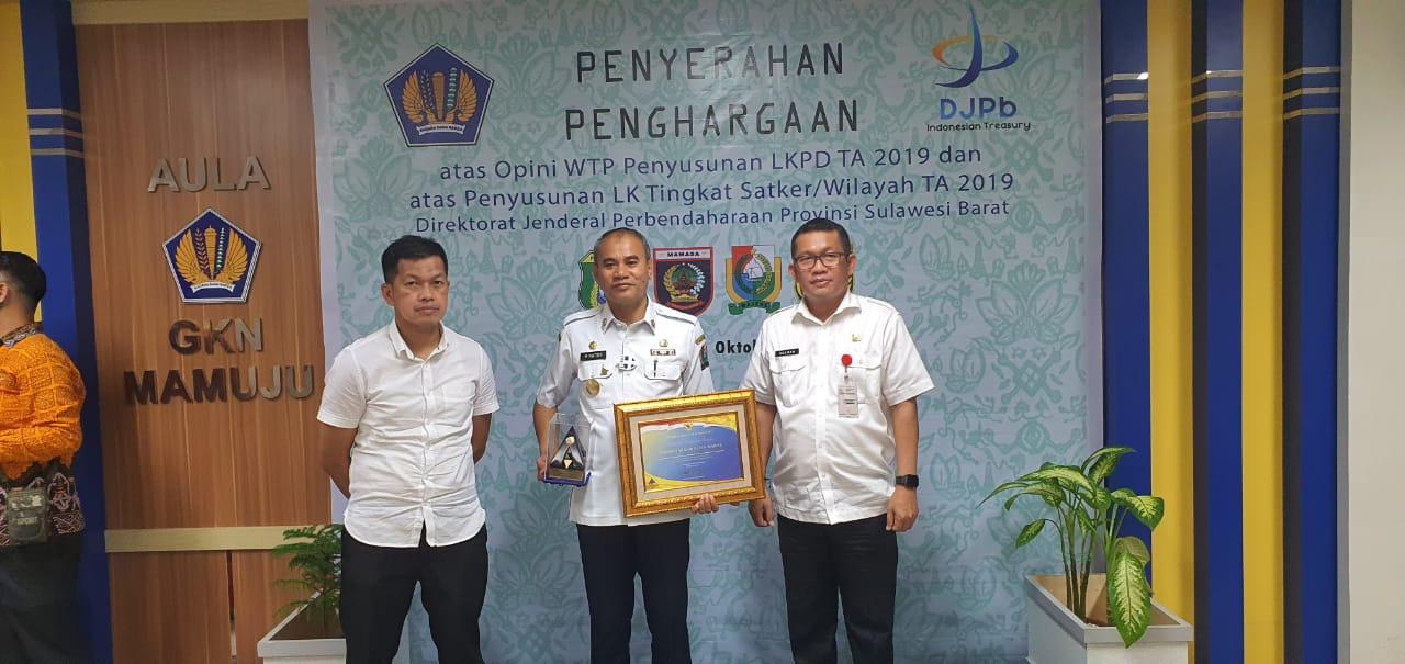 img Kabupaten Majene Terima Piagam Penghargaan Kelima atas Opini WTP