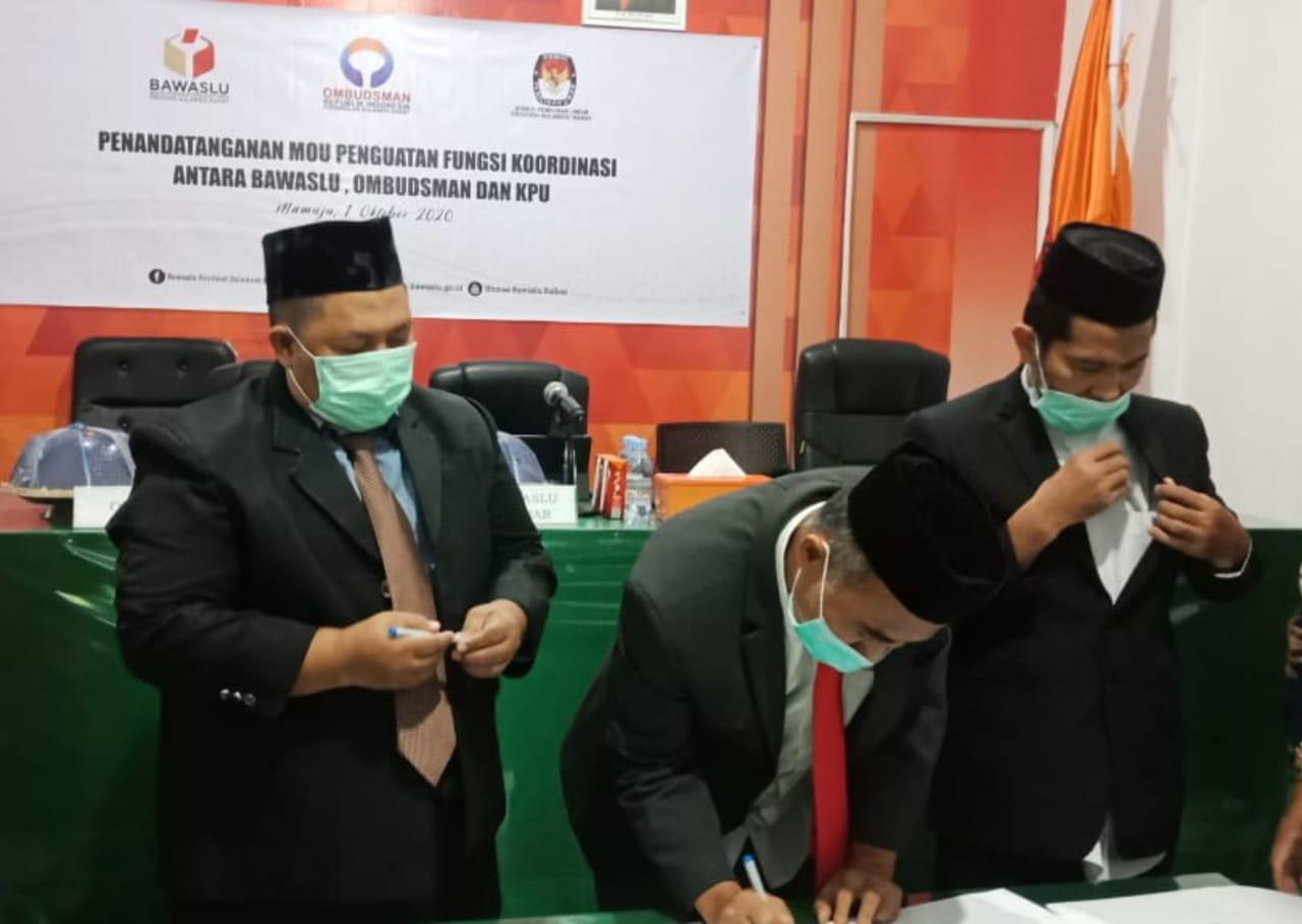Gambar Ombudsman, Bawaslu dan KPU Sulbar Teken Kerjasama Pemilu Berkualitas