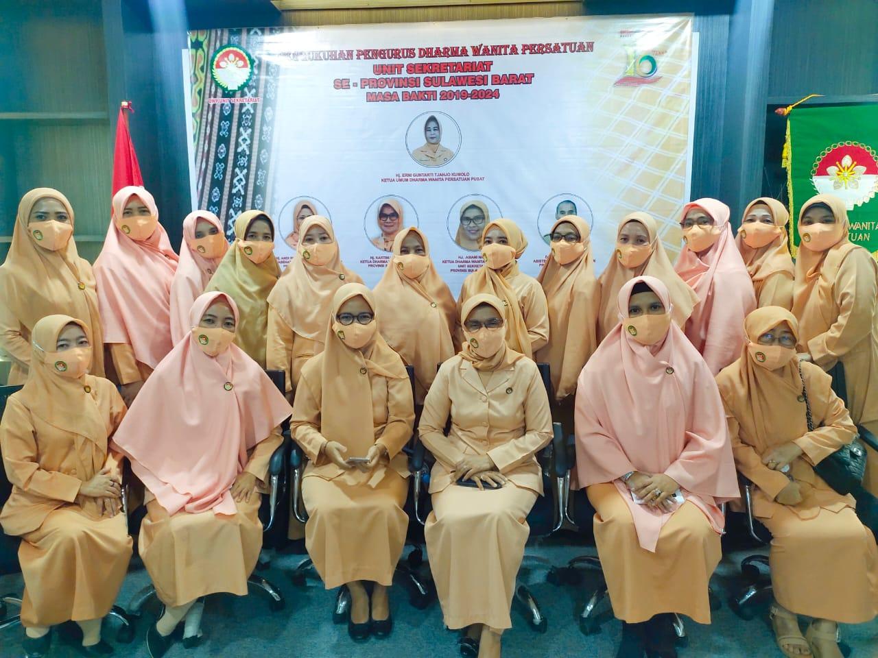 Gambar Pengurus Darma Wanita Persatuan Unit Sekretariat Se Sulbar Dikukuhkan