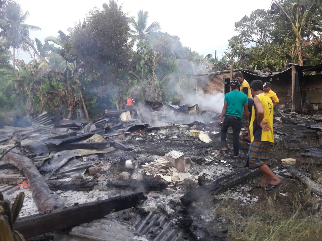 Gambar Akibat Konsleting, Satu Rumah Ludes Terbakar