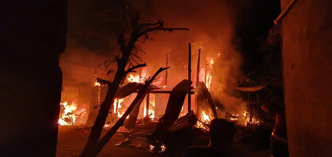 Gambar Kebakaran Rumah Renggut 3 Nyawa, Polres Polman Polda Sulbar Lakukan Penyelidikan